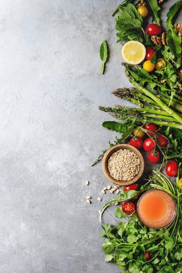 Assortimento degli ingredienti alimentari vegetariani fotografia stock libera da diritti
