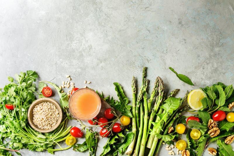 Assortimento degli ingredienti alimentari vegetariani immagine stock