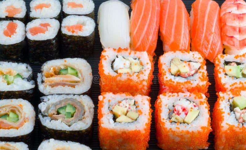 Assortimento dei sushi giapponesi immagine stock libera da diritti