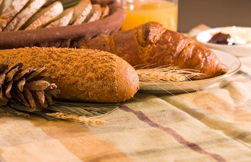 Download Assortimento di pane cotto immagine stock. Immagine di freshly - 3890157
