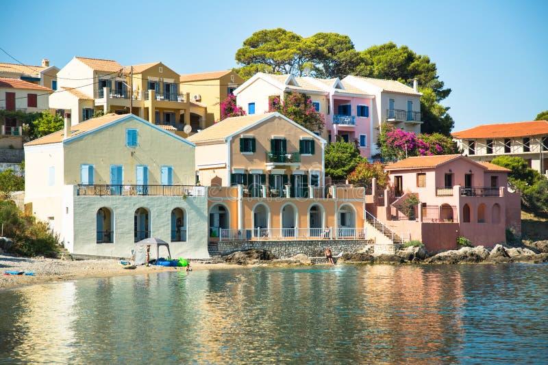 Assos är en liten stad på ön av Kefalonia, Grekland fotografering för bildbyråer