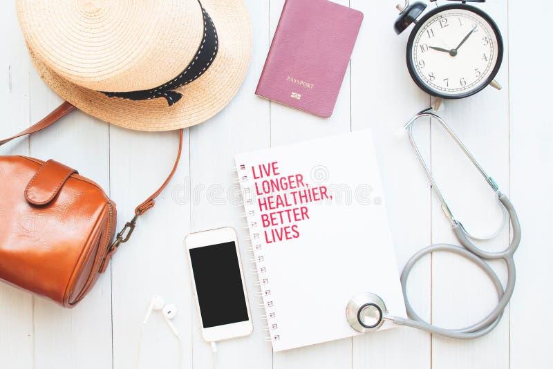 Assurance de voyage et concept de santé avec l'application de smartphone photo stock