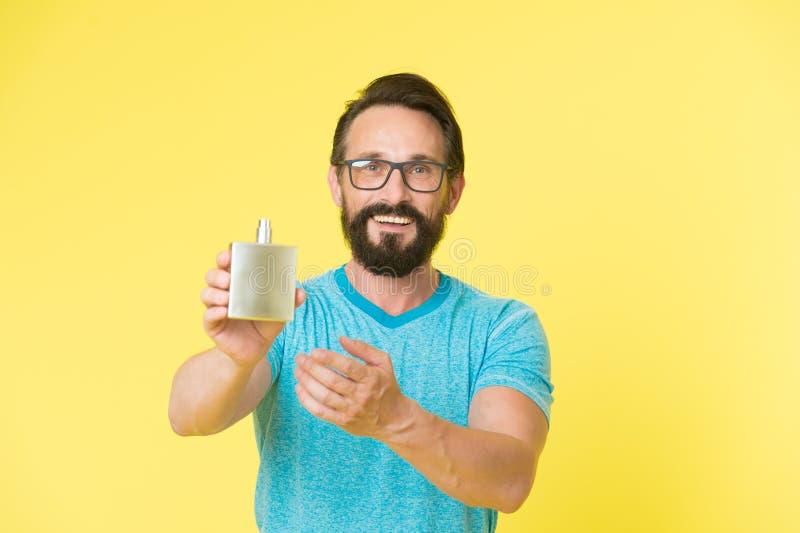 Assurez-vous l'odeur fraîche tout au long de la journée Avantages stupéfiants d'employer des parfums Parfum beau barbu de bouteil photos libres de droits