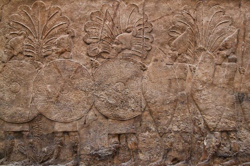 Assyrian Entlastung, die eine Gruppe Krieger bildlich darstellt lizenzfreie stockfotos