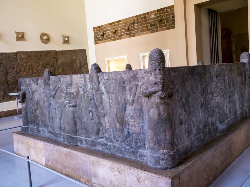 Assyrierskulpturer i museum i Berlin Germany arkivbild
