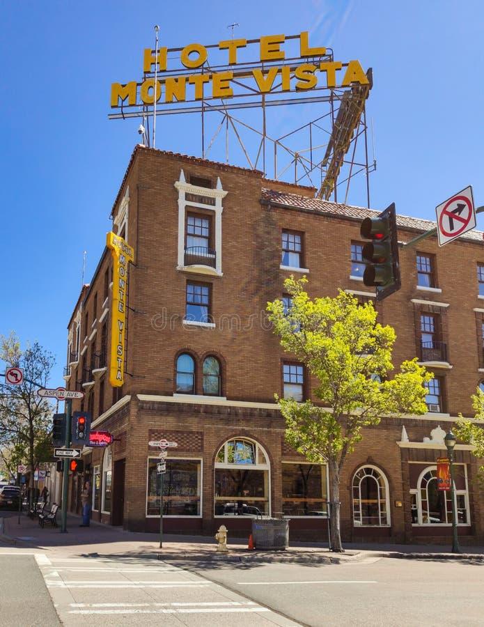 Asta de bandera Arizona, los E.E.U.U., el 25 de mayo de 2019 Hotel U de Monte Vista S Ruta 66 imagen de archivo libre de regalías