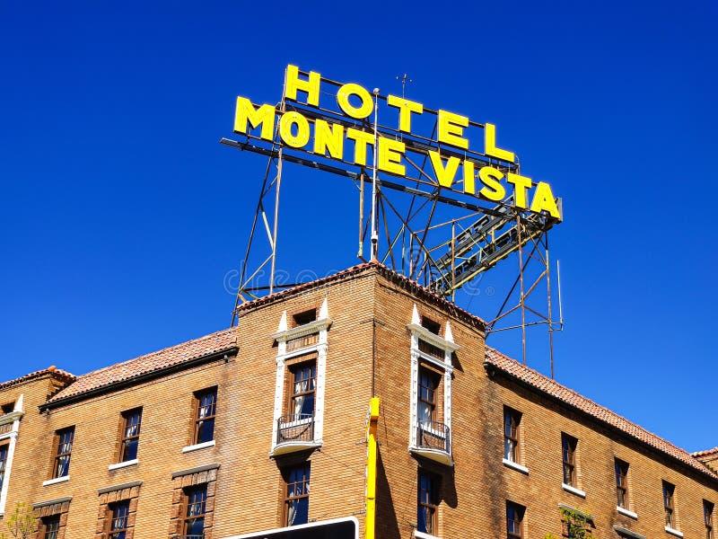 Asta de bandera Arizona, los E.E.U.U., el 25 de mayo de 2019 Hotel U de Monte Vista S Ruta 66 imagen de archivo