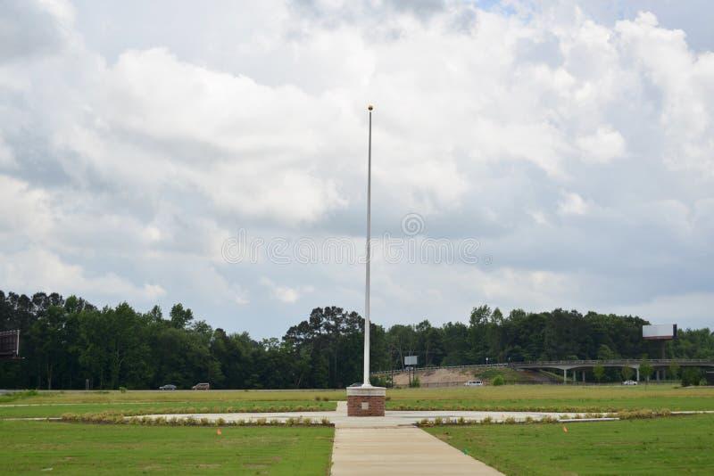 Asta de bandera en Tennessee Veterans Cemetery en Parker Crossroads imagen de archivo libre de regalías