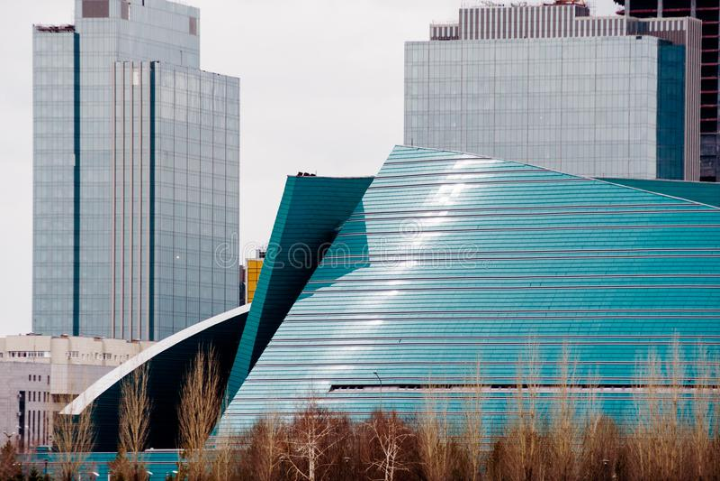 ASTANÁ, KAZAJISTÁN - 26 DE ABRIL DE 2018: Sala de conciertos central de Kazajistán en Astanal fotografía de archivo libre de regalías