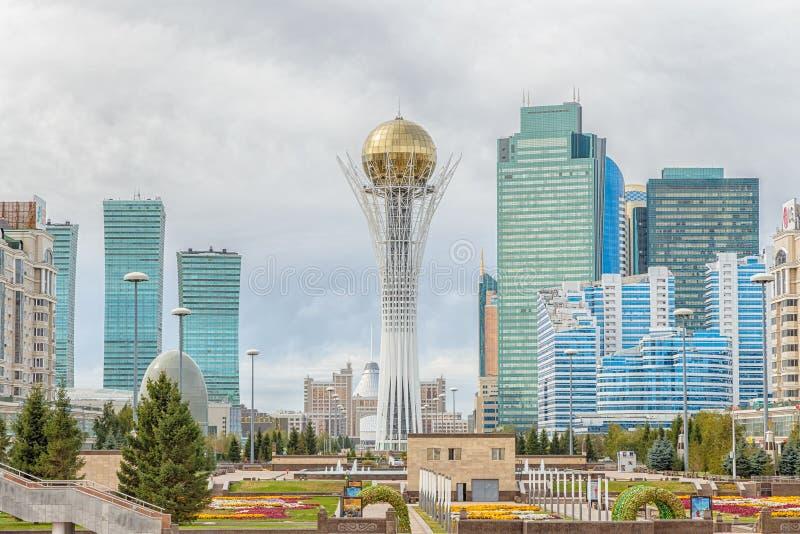 Astaná, Kazajistán - 3 de septiembre de 2016: Baiterek - la central a imagen de archivo