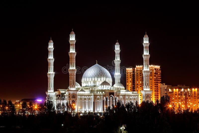 Astaná, Kazajistán - 3 de septiembre de 2016: Hazrat Sultan Mosque en foto de archivo