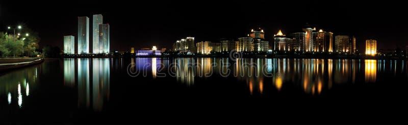 Astana. πανόραμα νύχτας του Καζακστάν στοκ εικόνα με δικαίωμα ελεύθερης χρήσης