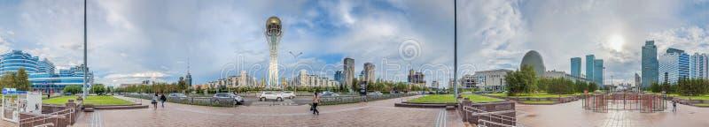 ASTANA, CAZAQUISTÃO - 1º DE JULHO DE 2016: Panorama de 180 graus do centro de Astana fotos de stock royalty free