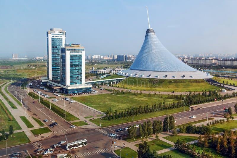 ASTANA, CAZAQUISTÃO - 4 DE JULHO DE 2016: Compra de Khan Shatyr- e centro de entretenimento fotografia de stock royalty free