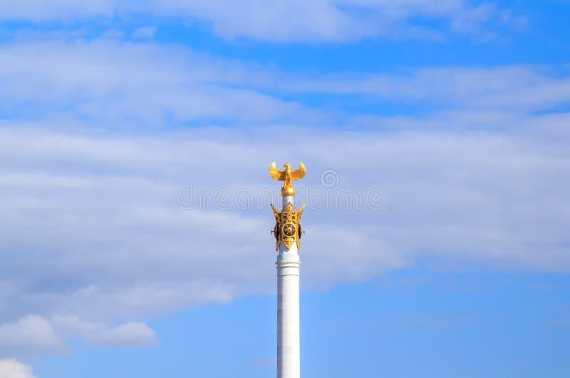 Astana, Cazaquistão - 6 de setembro de 2016: O pássaro Samruk no M imagens de stock royalty free