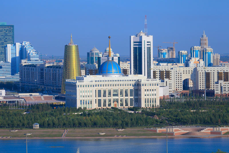 Astana. Den centrala delen av staden. invallning royaltyfria bilder