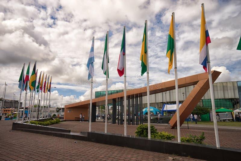 Astas de bandera en el centro de Lago Agrio Ecuador fotografía de archivo libre de regalías