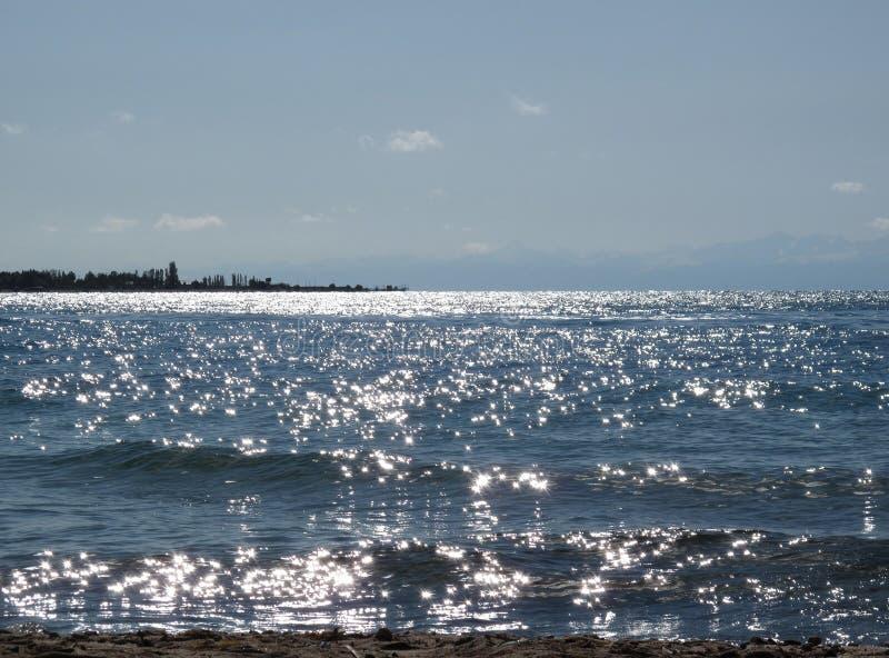 Asterischi solari sul lago fotografie stock libere da diritti
