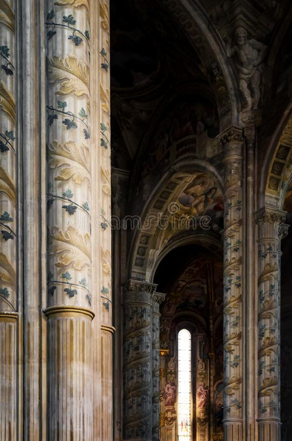 Asti Itália, interior da catedral foto de stock