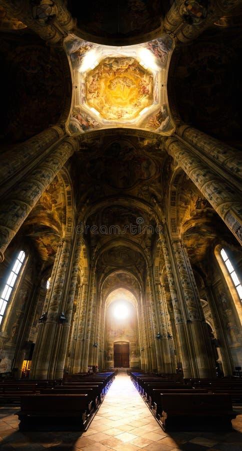 Asti Italië, kathedraalbinnenland stock foto