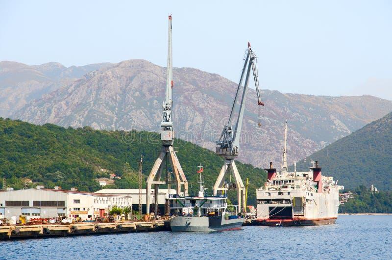 Astillero en Bijela, bahía de Kotor, Montenegro imagen de archivo libre de regalías