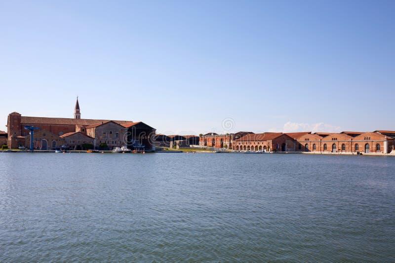 Astillero veneciano del arsenal, canal y edificios de ladrillos rojos industriales en Venecia, Italia fotos de archivo