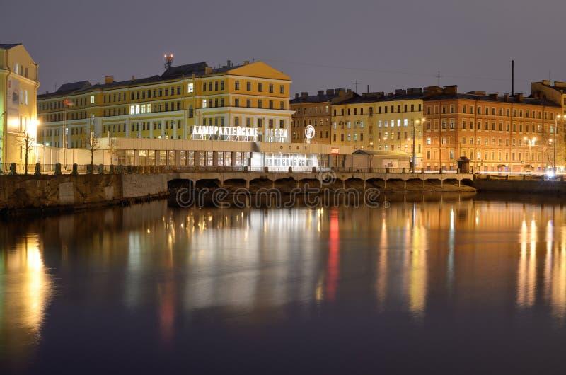 Astilleros del Ministerio de marina de la ciudad fotografía de archivo