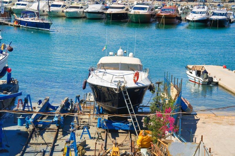 astilleros Trani Puglia Italia fotografía de archivo libre de regalías