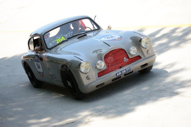 Download Aston Martin 1953 DB2/4 Chez Mille Miglia Image stock éditorial - Image du action, châssis: 76083709