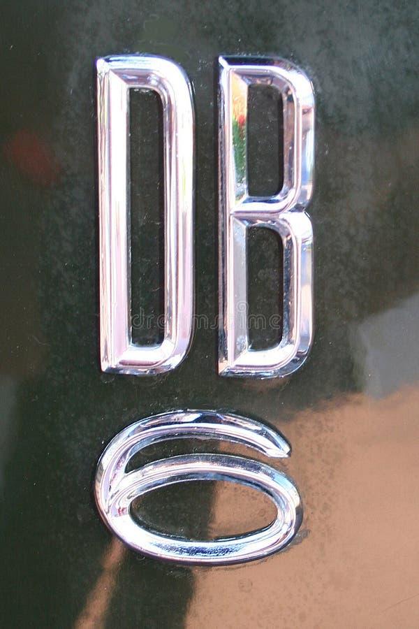 Aston Martin DB6 chromu odznaka obraz royalty free