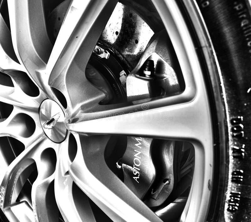 Aston Martin DB9 se cierra para arriba de la rueda foto de archivo libre de regalías