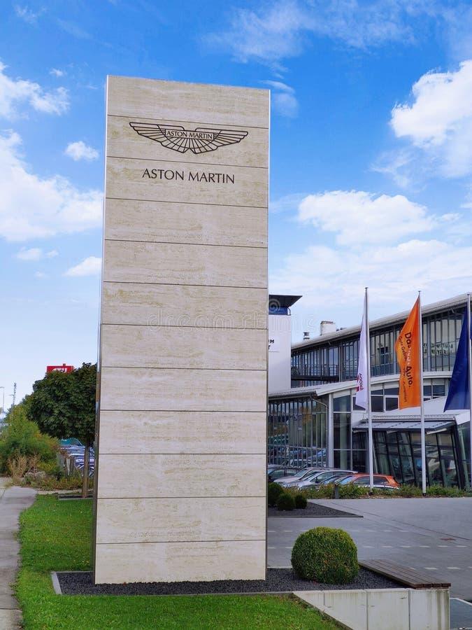 Aston Martin Logo / Marke / Emblem stockfotos