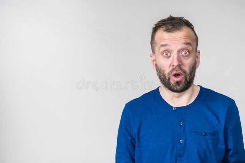 Astonished chocou o homem adulto fotografia de stock