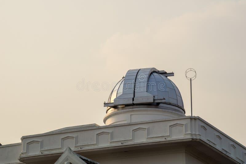Astródomo del primer observatorio y planetario en Tailandia imagenes de archivo