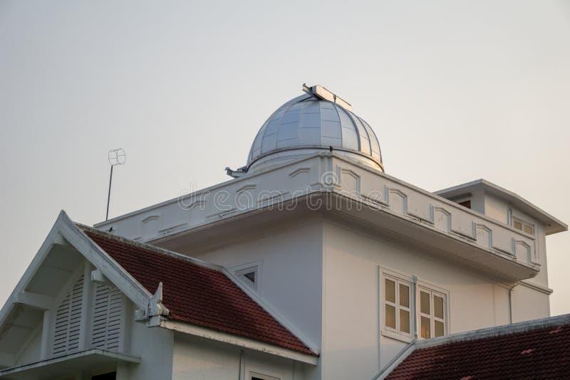 Astródomo y parte superior del primer observatorio y planetario en Tailandia fotografía de archivo libre de regalías