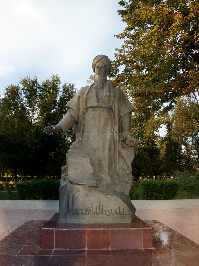 Astracã Rússia - 27 de agosto de 2016: O único monumento Magtymguly em Rússia imagens de stock