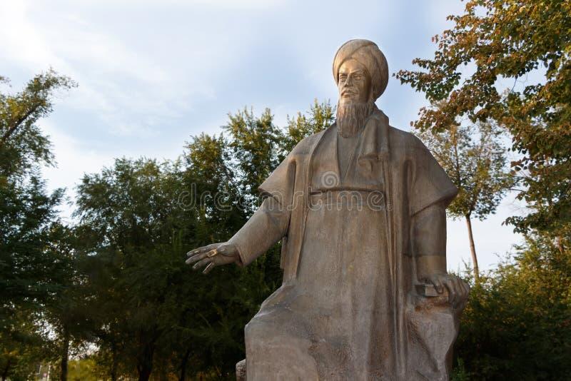 Astracã Rússia - 27 de agosto de 2016: O único monumento Magtymguly em Rússia fotografia de stock