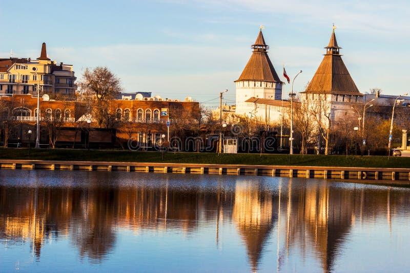 Astrakhan der Kreml und iranische Botschaft, Russland lizenzfreies stockbild