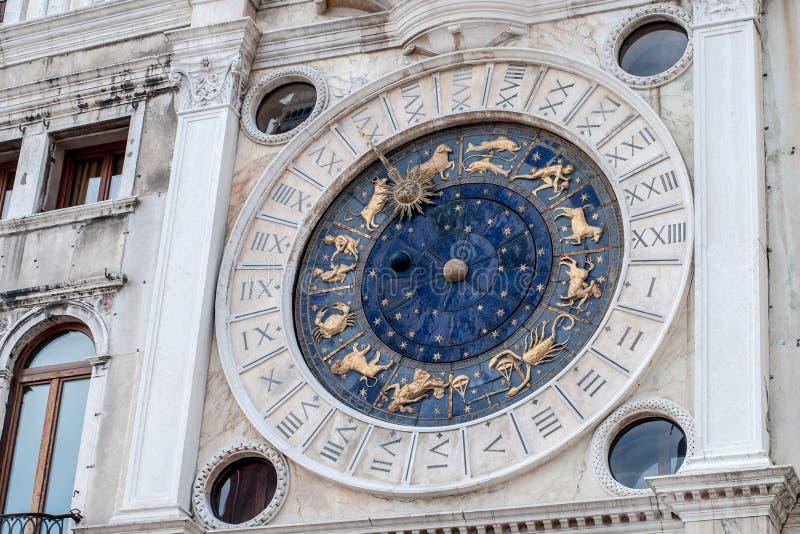 Astrologiczni Zegarowy wierza szczegóły St ocen kwadrat, Wenecja, Włochy obrazy stock