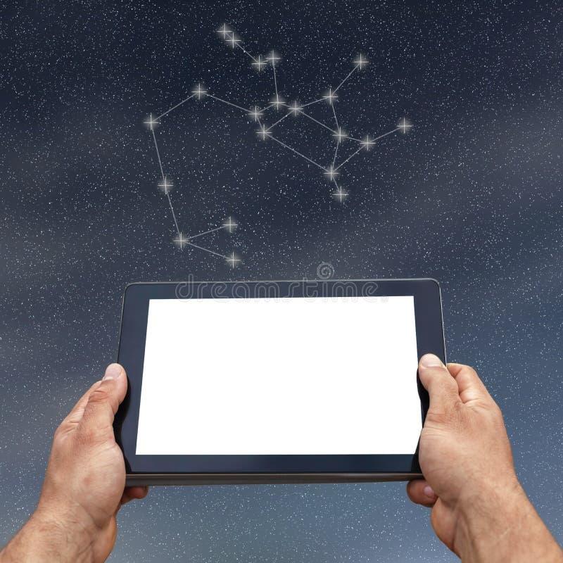 Astrologie, horoscoop, technologie en mensenconcept sagittarius stock afbeelding