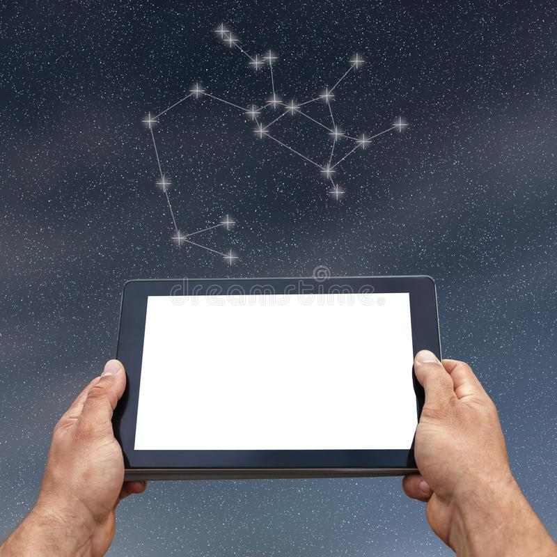 Astrologie, horoscope, technologie et concept de personnes sagittaire image stock