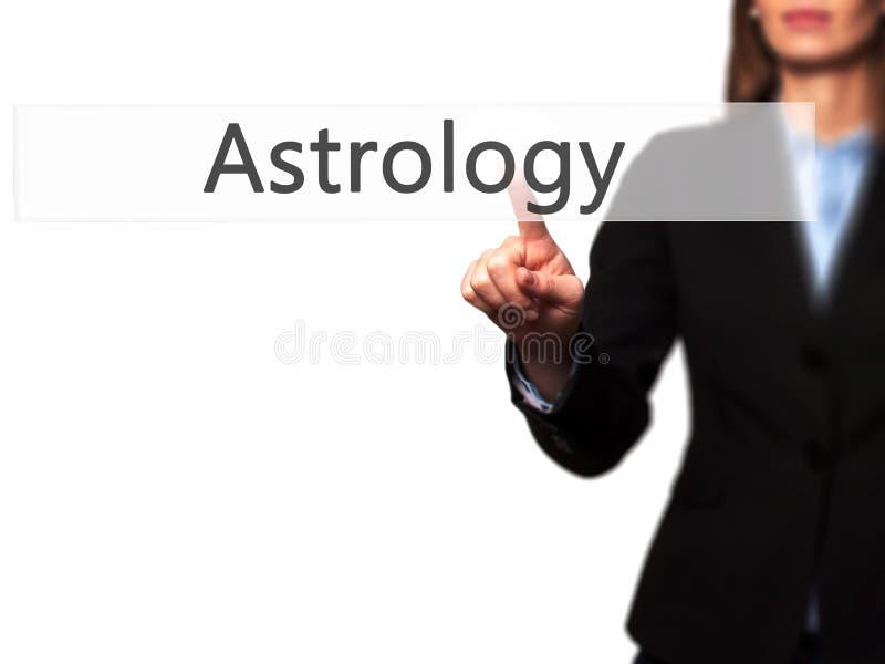Astrologie - main femelle d'isolement touchant ou indiquant le bouton images stock