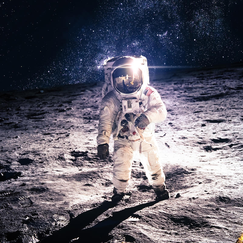 Astronaut auf dem Mond lizenzfreie stockfotografie