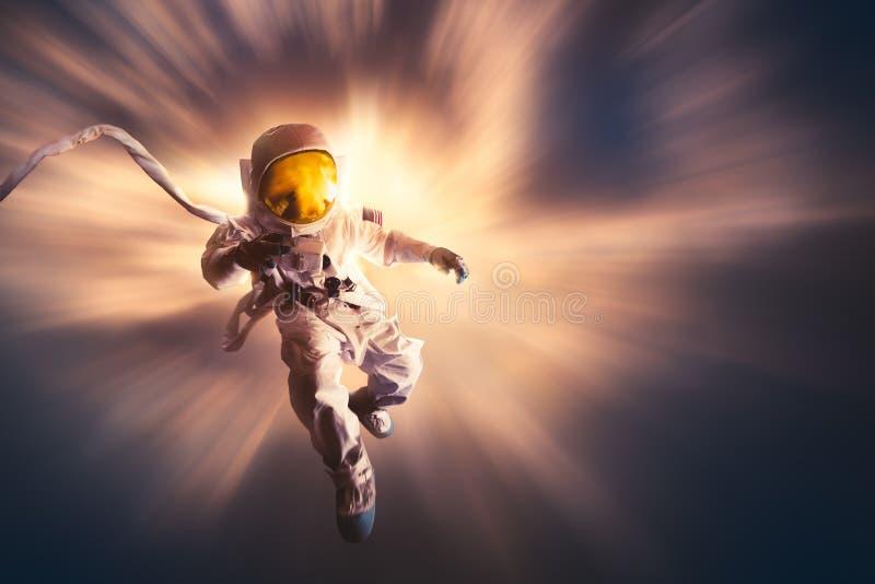 Astronaut die in de atmosfeer drijven stock afbeeldingen
