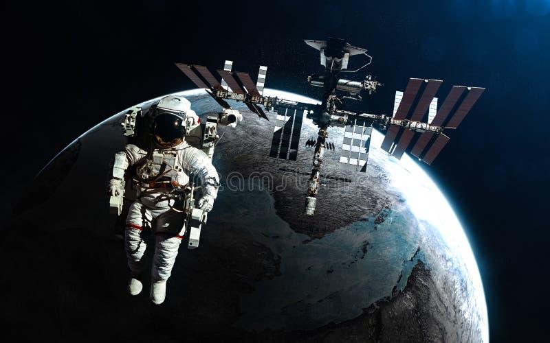 Astronaut en ruimtestation tegen achtergrond van exoplanet in stralen van blauwe ster De elementen van het beeld worden geleverd  stock fotografie