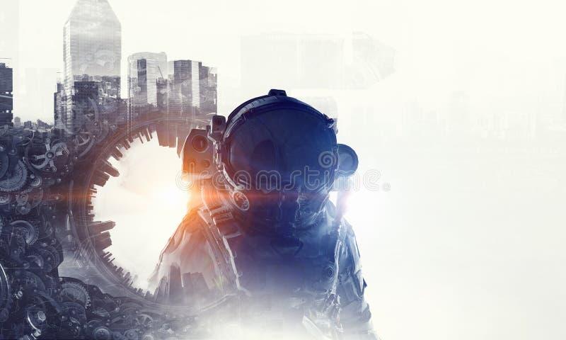 Astronaut i fantasivärld Blandat massmedia arkivbild