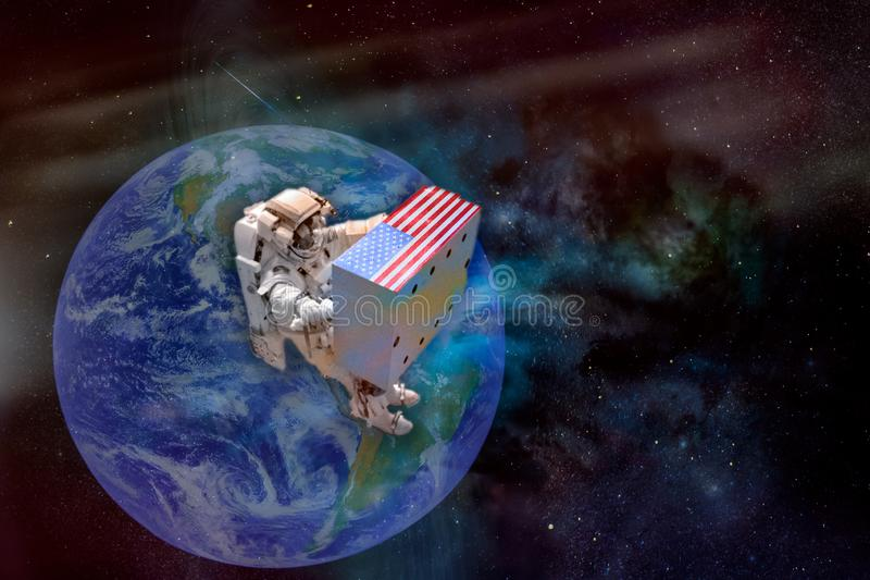 Astronaut in kosmische ruimte die een reusachtige doos met de vlag van de V.S. houden royalty-vrije illustratie