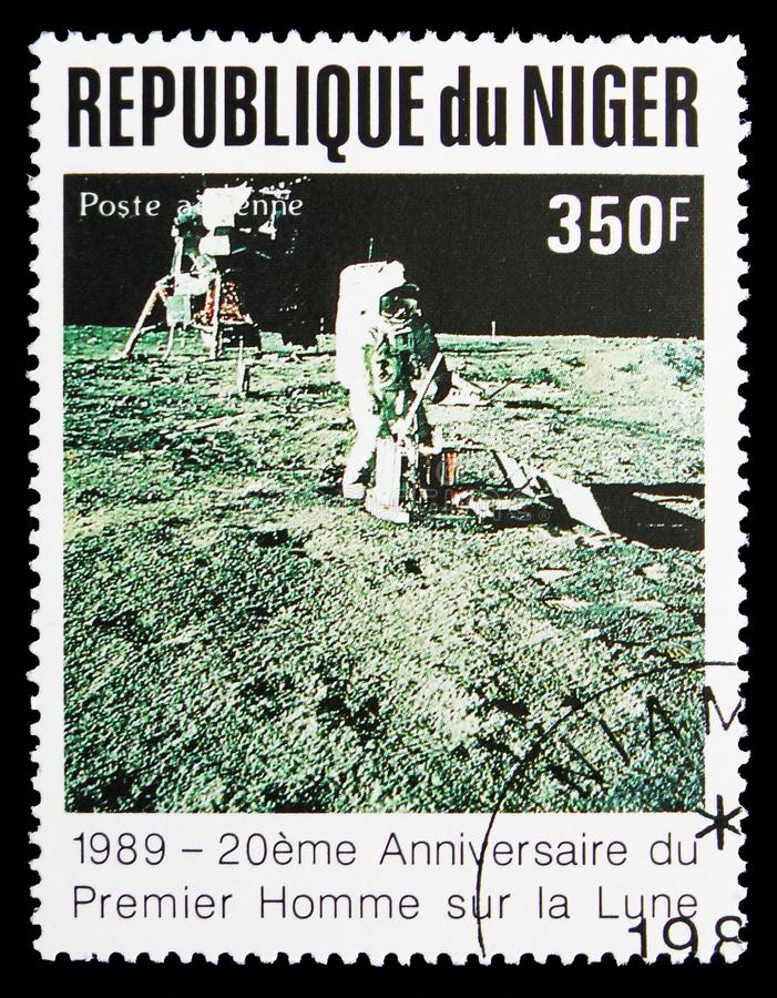 Astronaut on the Moon, 20 Anniversary of The First Manned Landing On The Moon serie, circa 1989. MOSCOW, RUSSIA - SEPTEMBER 15, 2018: A stamp printed in Niger stock images