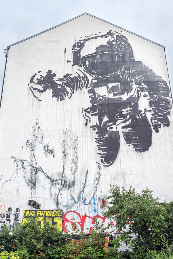 Download Astronaut Mural In Kreuzberg Editorial Stock Image - Image: 35258009