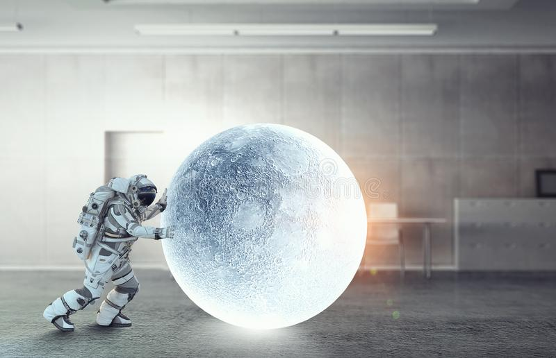 Astronaut och hans beskickning Blandat massmedia royaltyfri bild